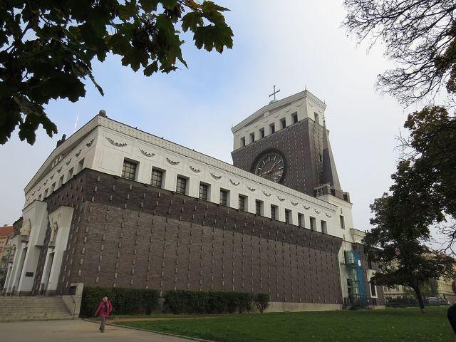 kostel Nejsvětějšího srdce Páně na náměstí Jiřího z Poděbrad v Praze - Vinohradech