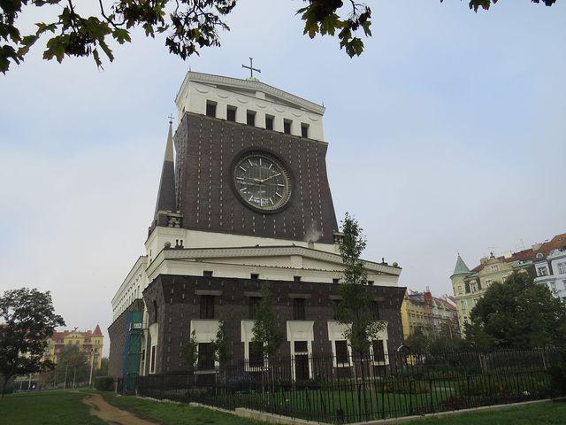 kostel podle návrhu Josipa Plečnika byl dostavěn v roce 1932