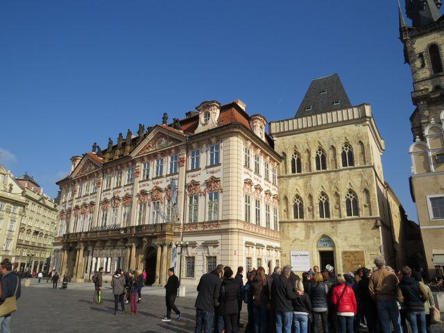 palác Kinských a dům U kamenného zvonu; www.svatosi.cz