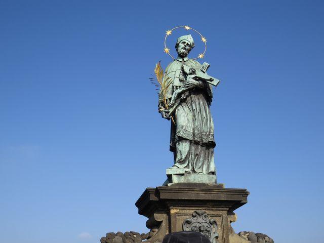 socha sv. Jana Nepomuckého na Karlově mostě