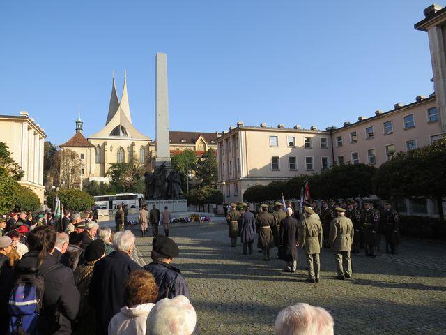 uctění památky padlých legionářů na náměstí Pod Emauzy