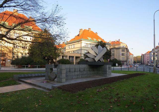 pomník je zde od roku 1995