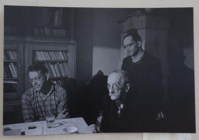 Dagmar Hochová zachytila v šedesátých letech otce Reynka s oběma syny v Petrkově