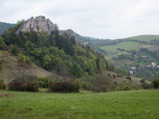 obec pod Lednickým bradlem; foto I. Svobodová