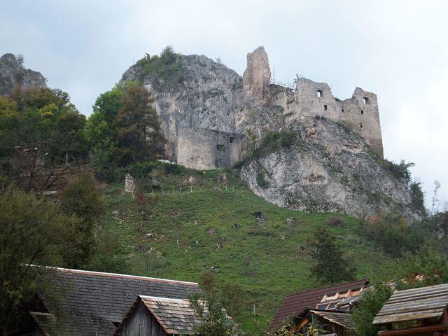 hrad nad starobylou vsí Lednice; foto I. Svobodová