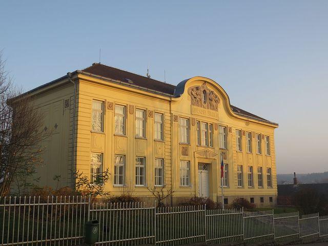 škola v Častrově