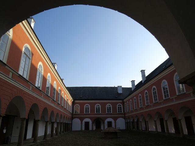 nádvoří zámku v Kamenici nad Lipou