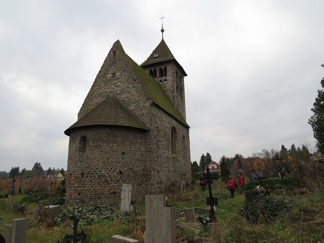 kostel sv. Petra a Pavla v Poříčí je nejpozoruhodnější románská stavba u nás