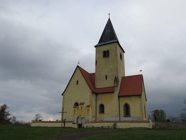 kostel sv. Jakuba a Filipa na Chvojně