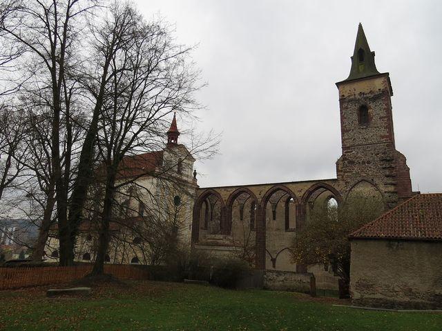 poutní kostel sv. Prokopa v Sázavě a torzo gotického kostela