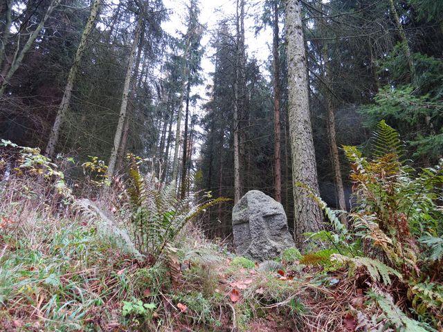 křížový kámen poblíž rozcestí Kuchyňka