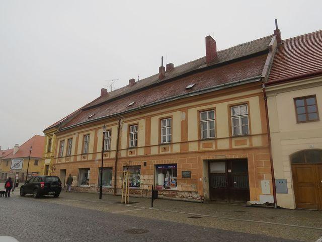 dům na náměstí, ve kterém bydlel skladatel František Míča