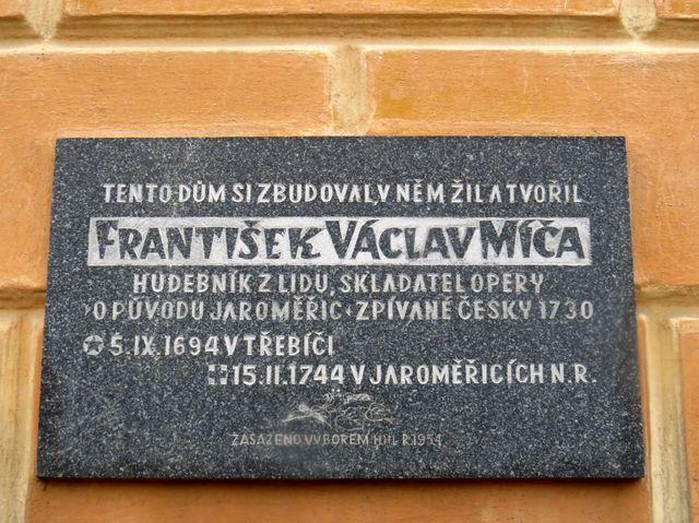 pamětní deska na Míčově domě