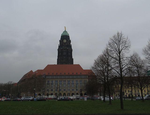 Nová radnice v Drážďanech; www.svatosi.cz