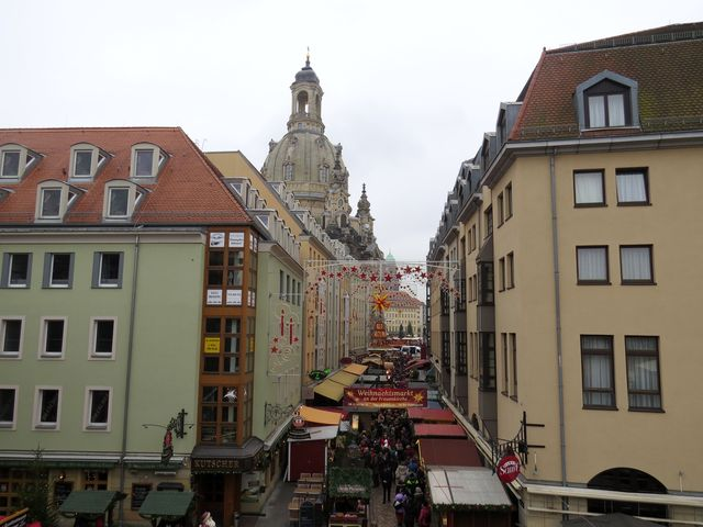 předvánočně vyzdobené centrum Drážďan