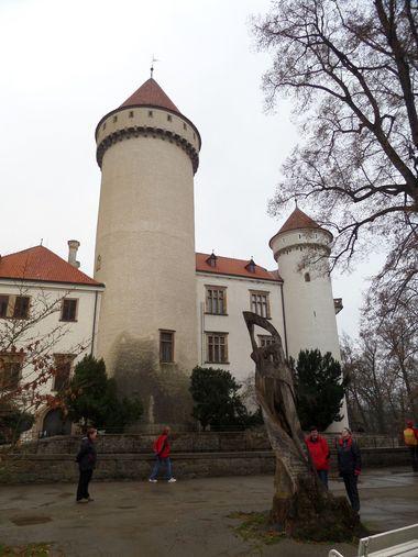 arcivévoda přebidoval zámek na sídlo hodné budoucího panovníka