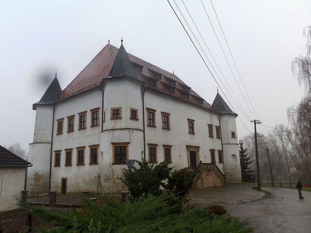 opravený zámek v Boskovštejně čeká na využití