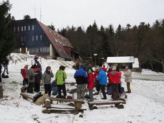 postupně přicházeli pochodníci k ohni; www.svatosi.cz
