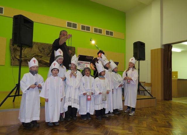 Tříkráloví koledníci tradičně zahájili program v kulturním domě; www.svatosi.cz