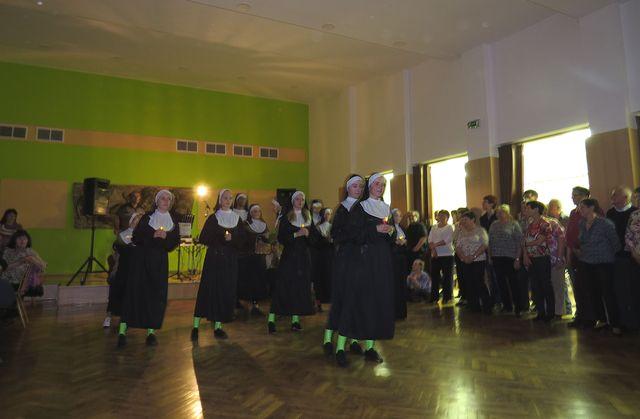 taneční číslo nazvané podle filmu Sestra v akci; www.svatosi.cz