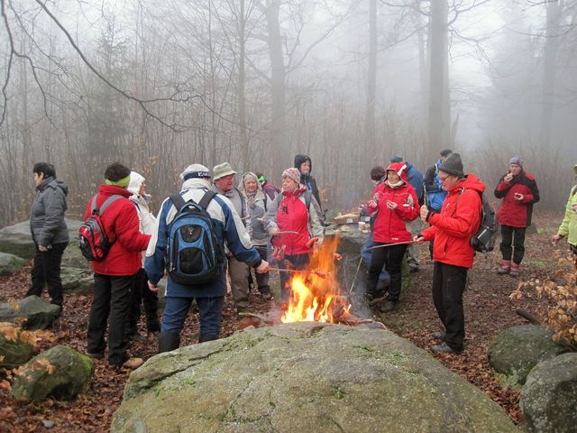 oheň pod Pípalkou rozdělali pelhřimovští turisté; www.svatosi.cz