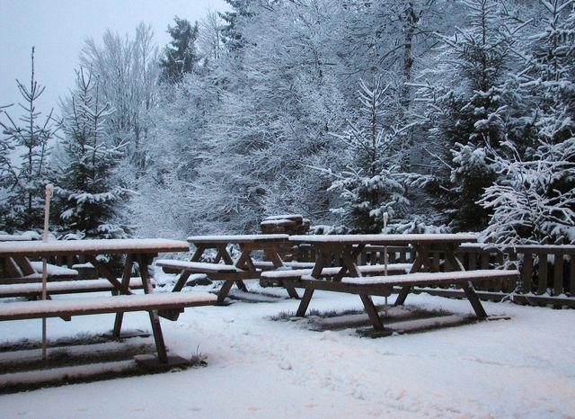 terasa před chatou vyhlížela jako v opravdové zimě