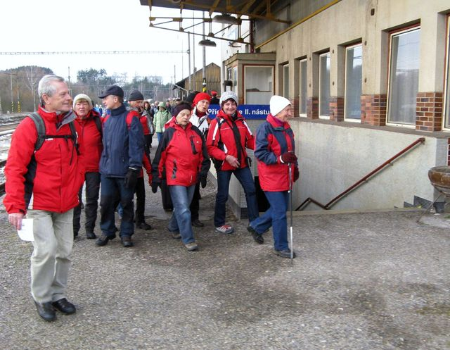 po výstupu z vlaku na nádraží v Kostelci; foto J. Daňhel