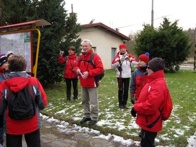 Mirek vítá účastníky a informuje o následujícím programu; foto J. Daňhel