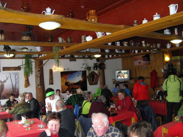 v restauraci chaty bylo milo a dobré jídlo taky bylo; foto J. Daňhel