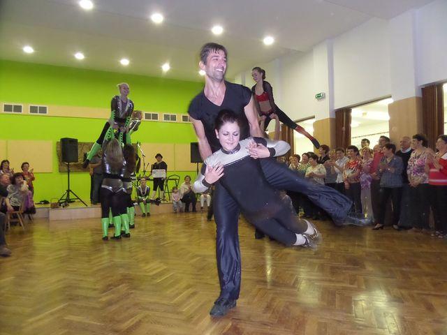 odvážné a atraktivní kreace tanečníků rokenrolu; foto L. Tomáš