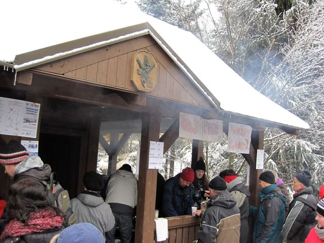 v lovecké chatě obsluhovali telčští turisté; www.svatosi.cz
