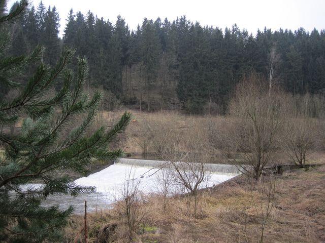 splav na řece Jihlavě poblíž Petrovického mlýna; www.svatosi.cz