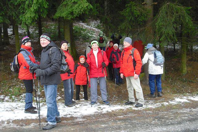 cesta po svahu zalesněného kopce nás dovede na vrchol Čeřínku; foto P. Varhaníková