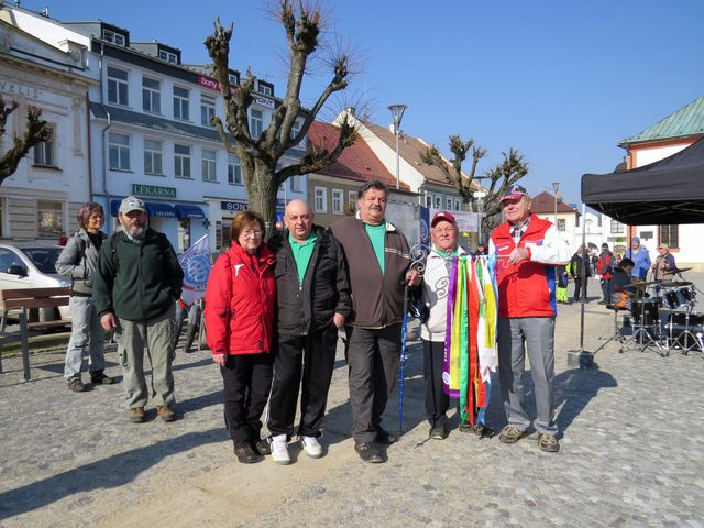 turisté z Kamenné organizovali jarní zahájení sezony v roce 2013