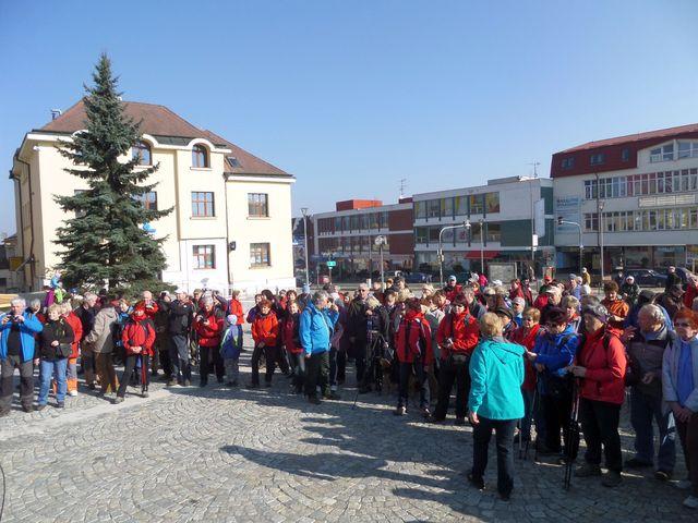na žďárském náměstí se setkali turisté ze všech koutů Vysočiny; foto L. Tomáš