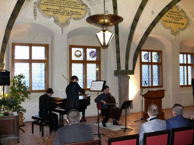 trio z jihlavské ZUŠ - Jiří Zacha, klavír, Adam Ruschka, housle a Ondřej Molva, violoncello