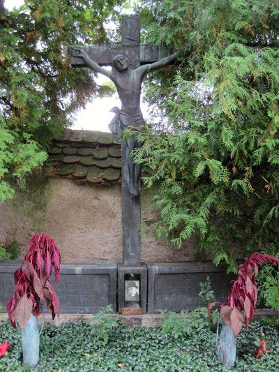 hrob Jakuba Demla v září 2010 před krádeží náhrobků
