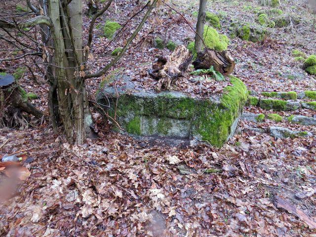 kámen je připravený pro osazení pamětní desky