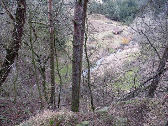 potok Zážlebík obtéká návrší s Hrádkem