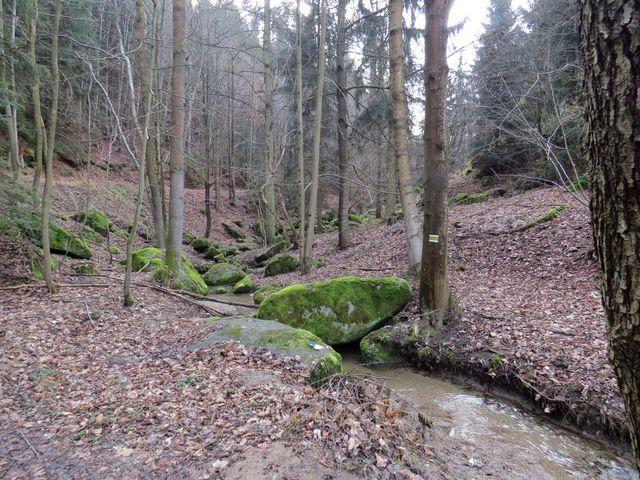 potok Kameňák se vlévá do Oslavy pod mlýnem