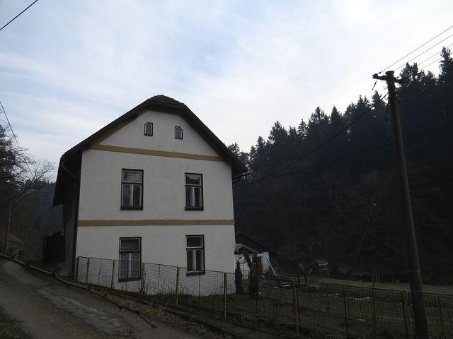 dnes je v Papírně rekreační středisko; www.svatosi.cz