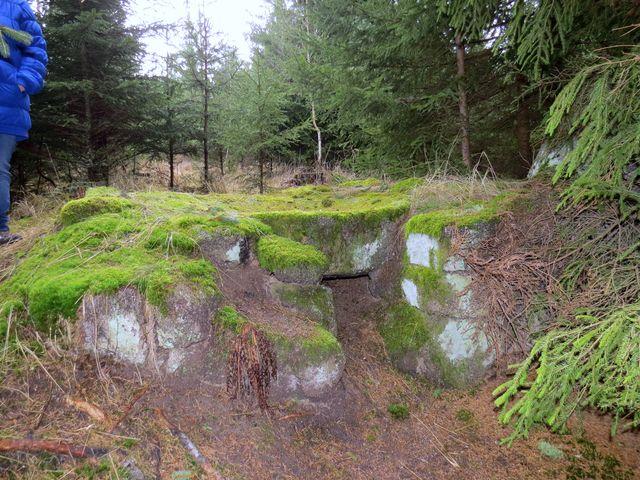zachovalá kolomazná pec uprostřed lesů