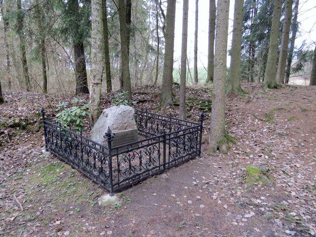 hroby obětí zastřelených v lomu u Havlíčkova Brodu