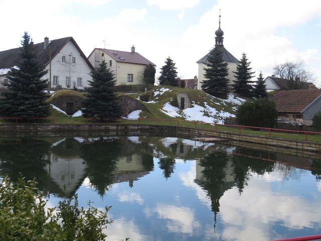 střed obce Stáj - návesní lochy