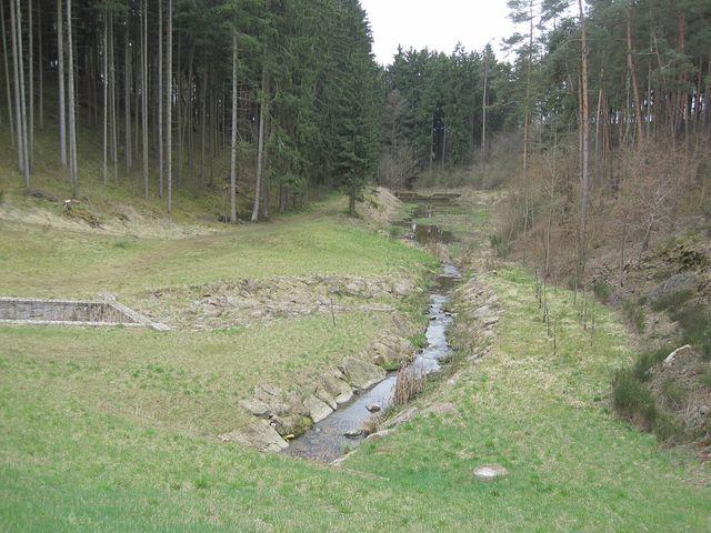 trasa vycházky vedla kolem rybníků a potoků