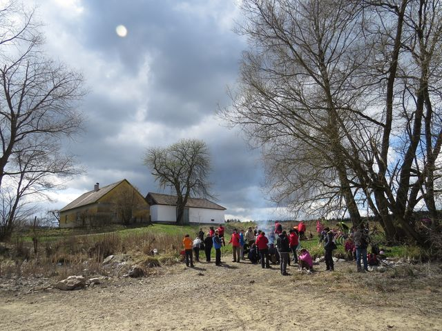 na břehu Maršovského rybníka jsme opékali klobásky