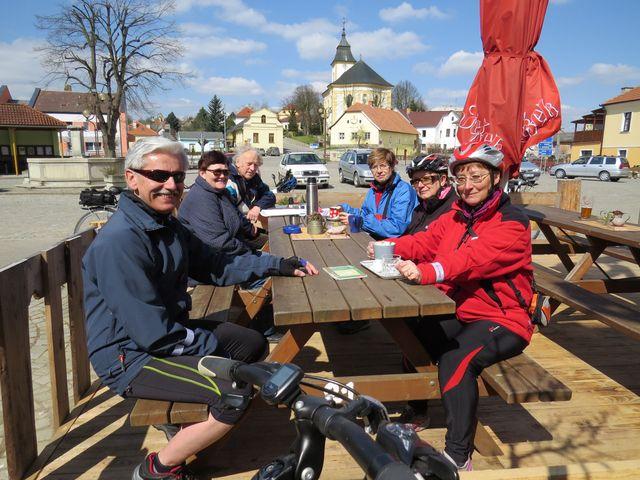 pořadatelé se usmívají - vše proběhlo k plné spokojenosti; www.svatosi.cz
