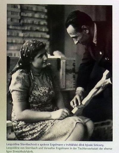 Leopoldina Sternbachová, Eleonořina sestra, v truhlářské dílně bývalé sirkovny