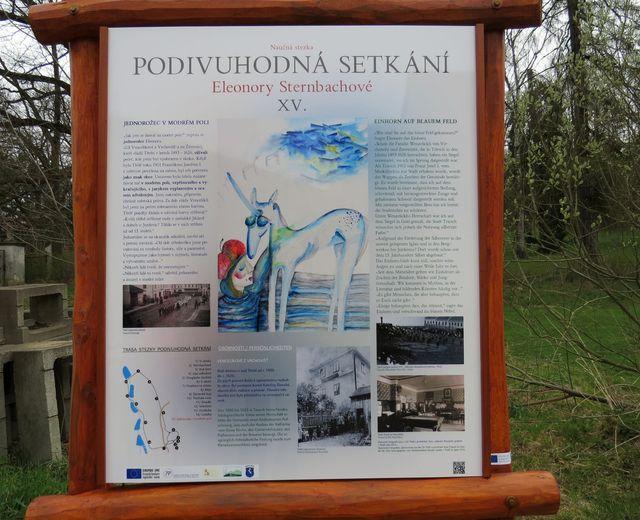 text závěrečné infotabule je věnován znaku města Třeště - bílému jednorožci v modrém poli