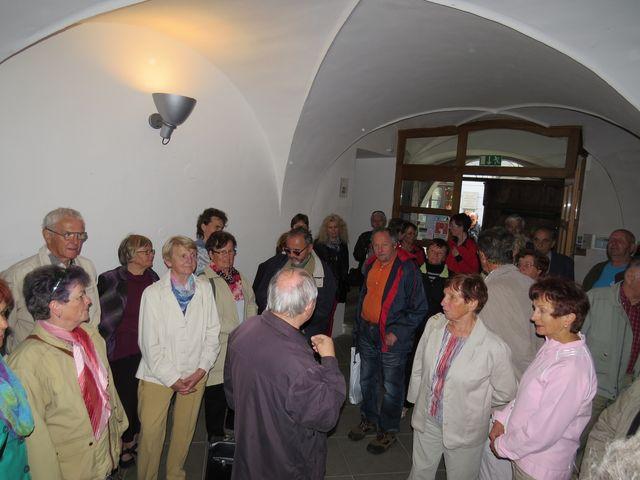 výklad ve dvoraně domu, kde sídlí galerie Vysočiny; www.svatosi.cz